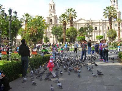 Plaza de Armas, Arequipa, Perú, La vuelta al mundo de Asun y Ricardo, round the world, mundoporlibre.com