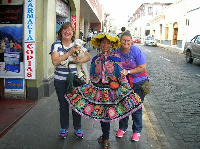 Traje típico de Arequipa, Perú, La vuelta al mundo de Asun y Ricardo, round the world, mundoporlibre.com