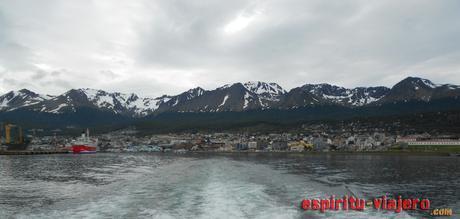 Ushuaia desde el Canal Beagle