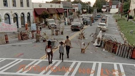 the walkind dead, grantville, escenario, pueblo venta, el zorro con gafas
