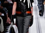 Balenciaga elige formas envolventes para próximo invierno.