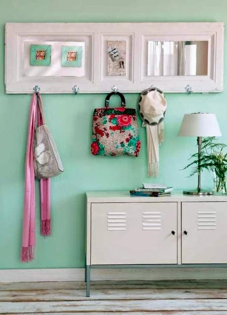 Diy con puertas y ventanas viejas paperblog for Puertas recicladas para decorar