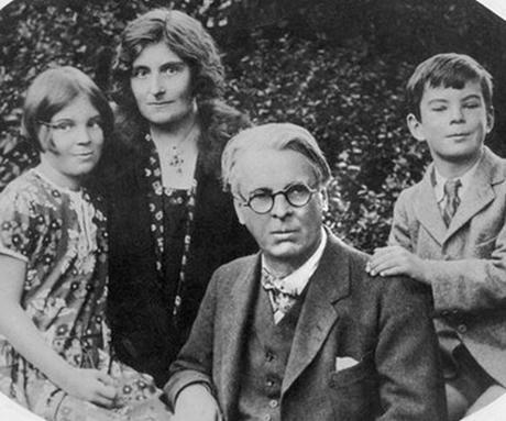 William Butler Yeats con su esposa Georgie Hyde Lee and y sus hijos Anne y Michael