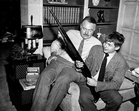 Patrick Hemingway y su padre Ernest Hemingway