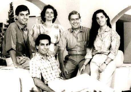Mario Vargas Llosa, su esposa y sus hijos Leandro, Aitana y Álvaro