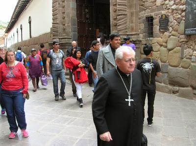 Mons. Juan Antonio Ugarte, Cusco, Perú, La vuelta al mundo de Asun y Ricardo, round the world, mundoporlibre.com