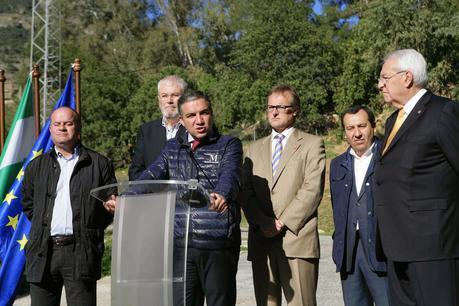 Ya podremos disfrutar pura naturaleza y un entorno único en Andalucia  El Caminito del Rey ya abierto hoy al público tras un año de obras.