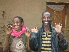 Gambo: pueblo alegría, abrazando personas lepra
