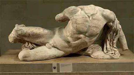Escultura de Dionisio perteneciente al pedestal oeste del Partenón (438 a.C) .