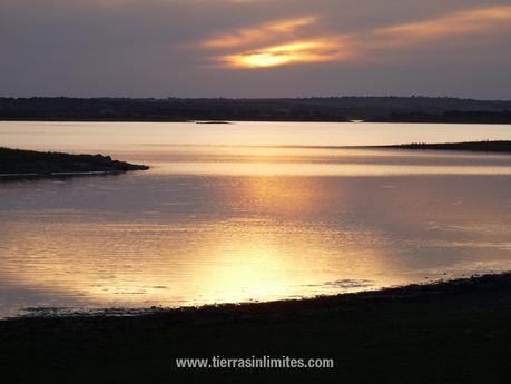 Atardecer en el Gran Lago de Alqueva