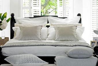 Dormitorio colonial en blanco y negro paperblog - Dormitorio colonial blanco ...