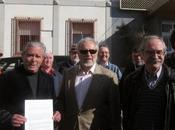 abril. Julio Anguita otras personas denuncian obispo alcalde Córdoba.