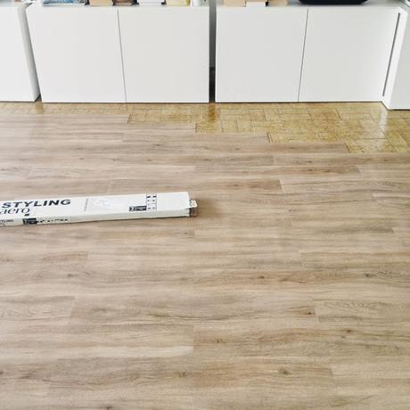 Diy el cambio del suelo de mi casa con las laminas de - Leroy merlin suelos adhesivos ...