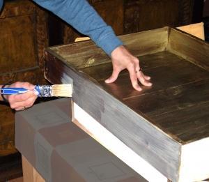 Como pintar un mueble de madera acabado met lico paperblog for Como pintar un mueble de madera en blanco