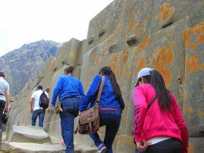 Muros incas en Ollantaytambo, Perú, La vuelta al mundo de Asun y Ricardo, round the world, mundoporlibre.com