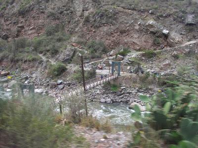 Puente inca río Urubamba, Perú, La vuelta al mundo de Asun y Ricardo, round the world, mundoporlibre.com