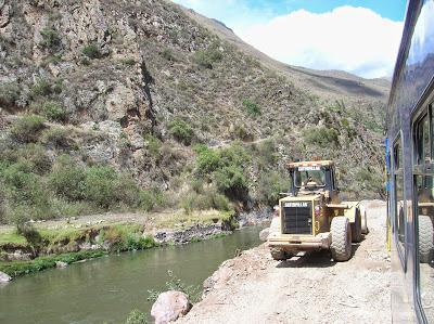 Ensanche de vías tren perurail, Perú, La vuelta al mundo de Asun y Ricardo, round the world, mundoporlibre.com