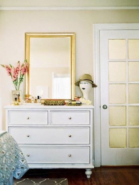 Ideas para poner un espejo en el dormitorio paperblog for Como poner un espejo en la pared
