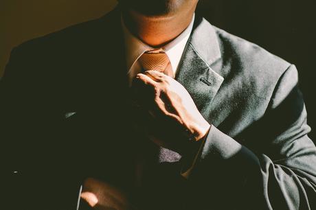 La ropa formal te anima a usar un pensamiento más abstracto