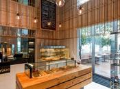 estructura latón piezas madera diseño pastelería
