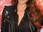 Sonia Ferrer viste Patricia Lara pies cabeza
