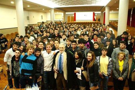 Reflexiones de los jóvenes tras la visita del Poeta Miguel Menassa al Colegio Santa Teresa de Jesús de Ourense.
