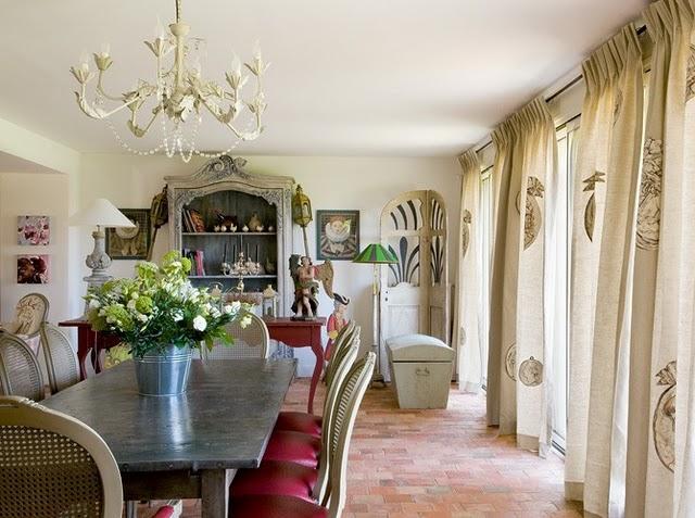Una casa de campo en verde y rosa paperblog for Arredamento casa elegante