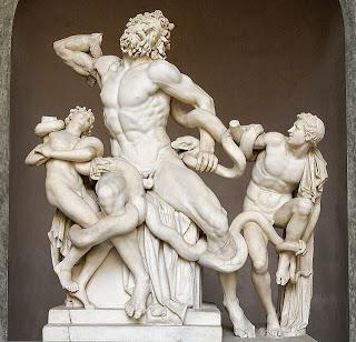 Laocoonte y sus hijos, devorados por las serpientes