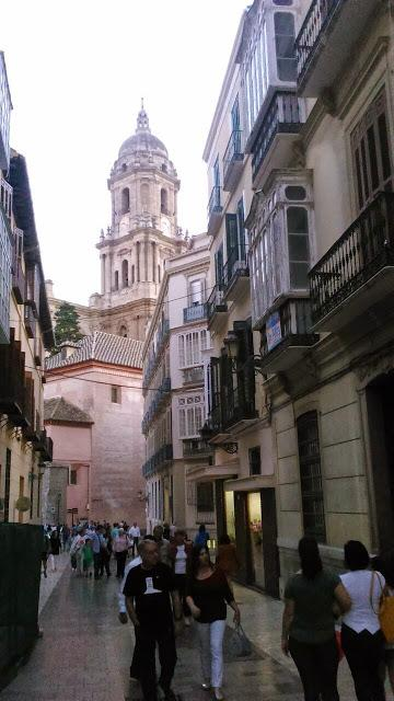 Noche chicas paseo en Málaga