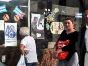 ¿Reciben cubanos salario dólares mes?