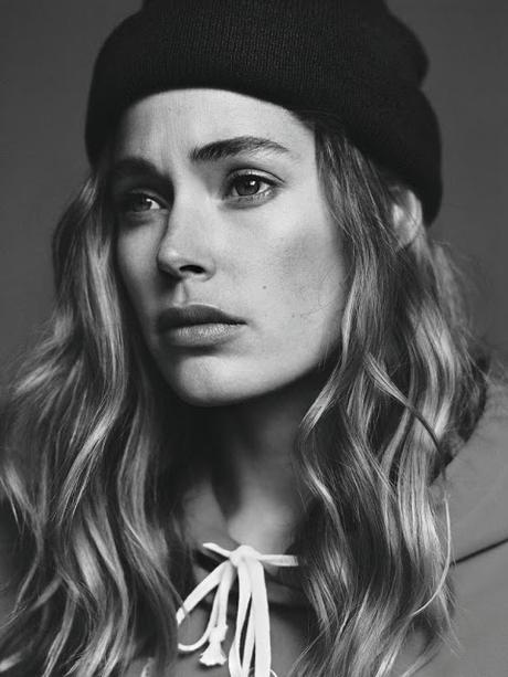 Doutzen Kroes luce looks casual para Twin Magazine