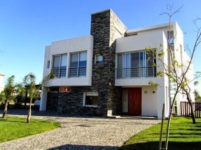 Fachadas y frentes de casas minimalistas paperblog for Decoracion de frentes de casas