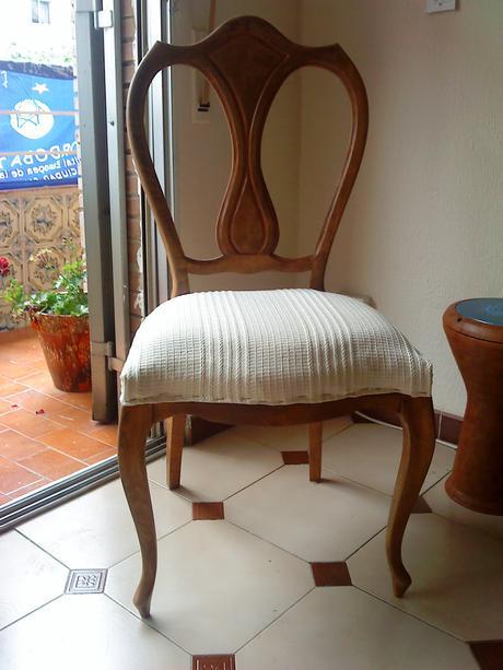 Tapiceria de sillas de comedor aqu tenemos la silla domitalia arcade que tiene una simplista - Tapiceria de sillas de comedor ...