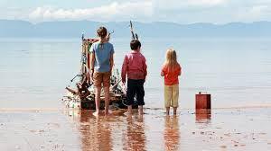Manu Zapata_El cine (de estreno) fácil de leer_vivazapata.net_What we did on our Holiday_Nuestro último verano en Escocia_los niños con el barco vikingo