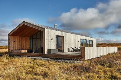 casa de madera moderna en la isla