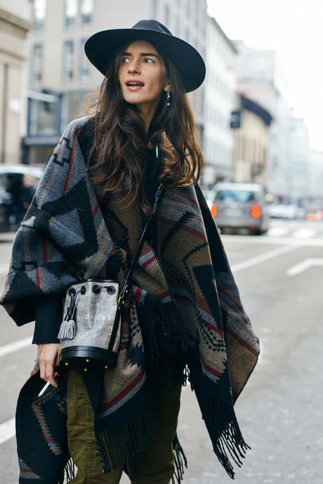 estilo-boho-con-sombrero-poncho-street-style-fashion-blog