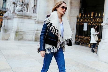 como-usar-ponchos-abajo-de-la-chaqueta-street-style