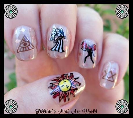 Manicura esotérica con Curali Nail Stamping