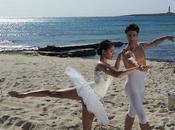 playa Punta Prima Menorca escenario baile para