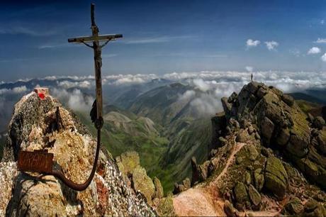 Diferentes rutas, y en especial el Sendero Ibérico Soriano GR-86, nos descubren los tesoros naturales de la provincia