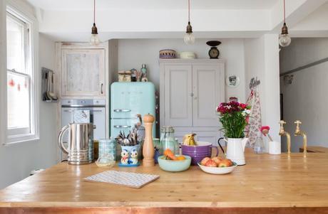 Lovely modern vintage kitchen // Hermosa cocina vintage moderno // casahaus.net