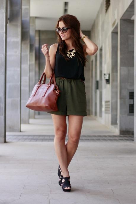 Cómo combinar unos shorts verdes