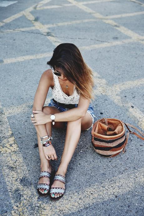 Mulafest-Lace_Top-Levis_Vintage-Maje_Sandals-Urban_Outfitters_Bag-Outfiit-Summer-6