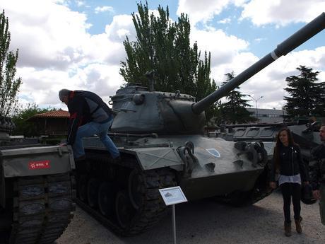 Concentración motera en el Cuartel General del Ejército ( C/ Alcalá de Madrid) y el cuartel de El Goloso. Con tu ejército, con nuestra bandera.