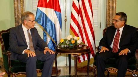 DeLaurentis entrega carta de Obama para Castro en cancillería cubana.