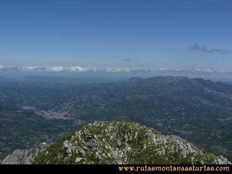 Ruta Les Campes Peña Mea: Vista de Laviana y Sierra de Peña Mayor