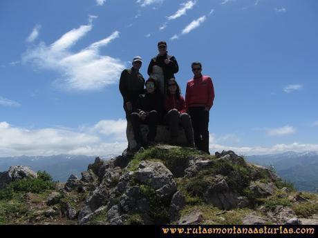 Ruta Les Campes Peña Mea: Cumbre