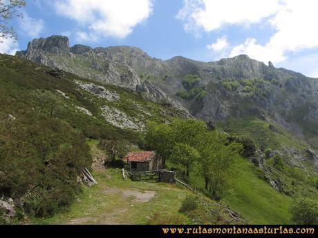 Ruta Les Campes Peña Mea: Collada Pelúgano, hacia la canal de las Cuevas