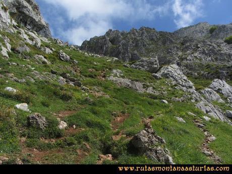 Ruta Les Campes Peña Mea: Subiendo por la canal de las Cuevas