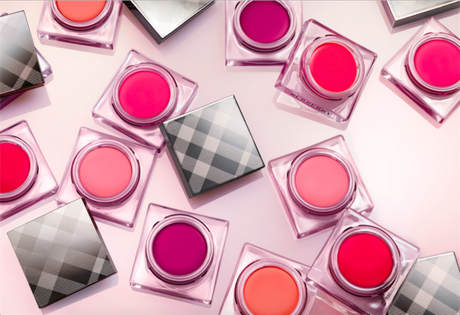 BURBERRY SUMA LIP & CHEEK BLOOM A SU GAMA DE MAQUILLAJE